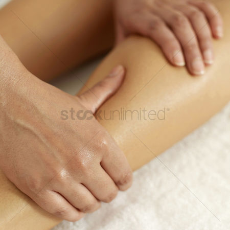 Satisfaction : Woman enjoying a leg massage