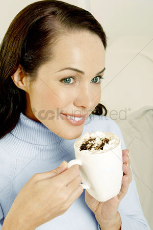 Satisfying : Woman holding a cup of mocha