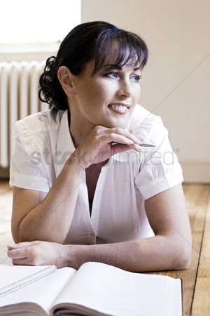 Resting : Woman holding a pen while thinking