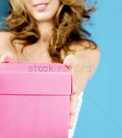 Birthday present : Woman holding a pink box