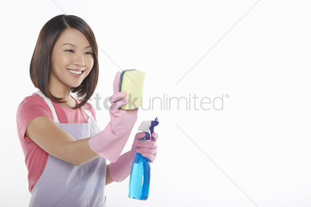 Malaysian chinese : Woman holding a sponge and spray bottle