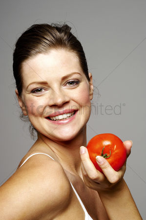 Satisfying : Woman holding a tomato