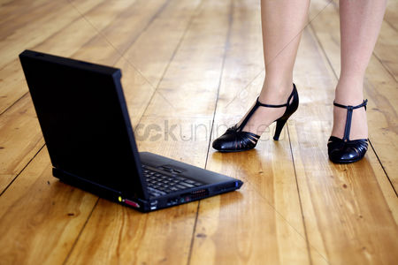 Attitude : Woman in high heels with laptop on the floor