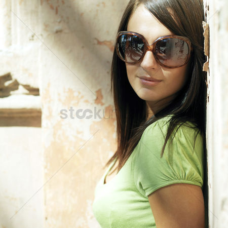 Outdoor : Woman in trendy sunglasses smiling at the camera