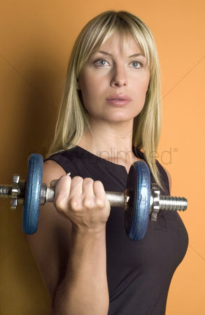 Strong : Woman lifting a dumbbell
