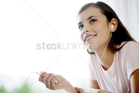 Mature : Woman listening to music on portable mp3 player