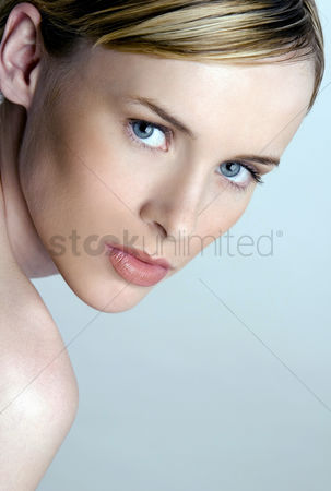 Attraction : Woman looking at the camera