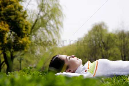 Young woman : Woman lying on the grass