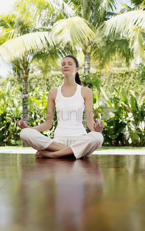 Young woman : Woman meditating