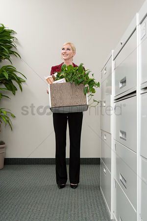 Houseplant : Woman moving office