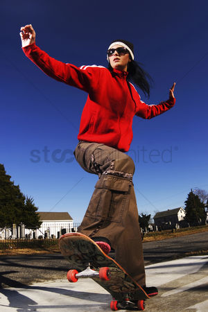 Attraction : Woman on skateboard
