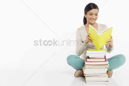 Three quarter length : Woman sitting and reading a book