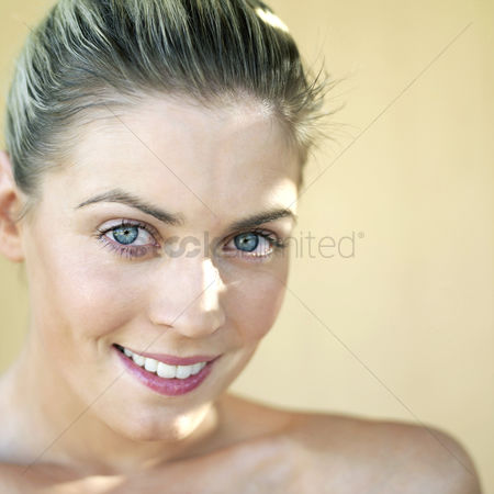 Smile : Woman smiling at the camera