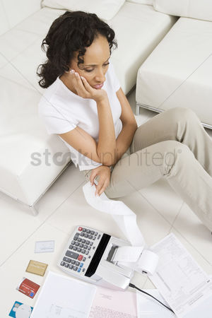 Worry : Woman unhappy about finances