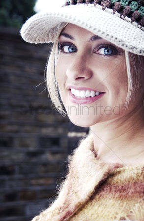 Fashion : Woman wearing cap