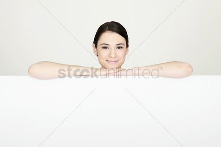 Cardboard cutout : Woman with both arms resting on blank placard
