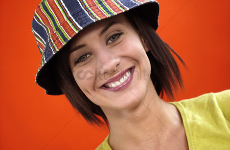 Attitude : Woman with hat smiling