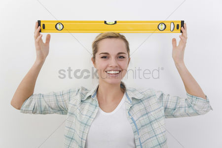 Spirit : Woman with spirit level on her head