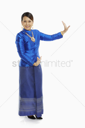 Dance : Women in traditional clothing showing dance poses