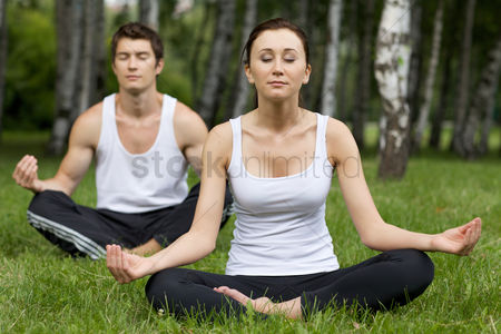 Grass : Young couple exercising in park