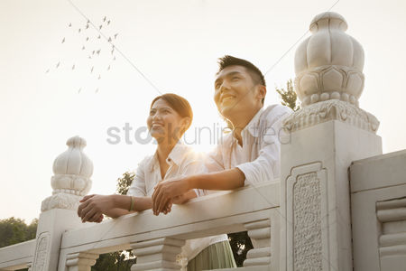 Large group of animals : Young couple on a traditional bridge