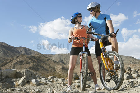 Fitness : Young couple on bicycles in mountains
