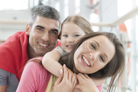Czech republic : Young happy family in shopping mall
