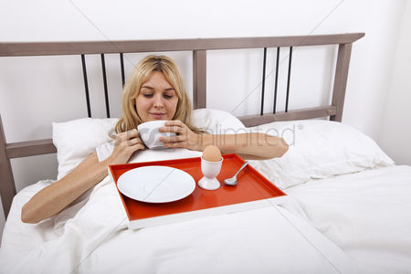 Egg tray : Young woman with breakfast tray in bed